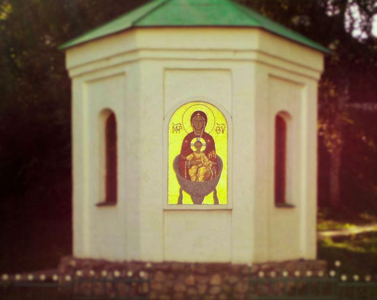 Родник у иконы Божией матери в Брянске